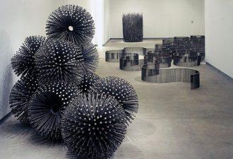 Только гвозди, всегда разные: невероятные скульптуры Джона Бисби