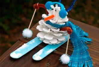 Зимние поделки из шишек своими руками: 10 идей