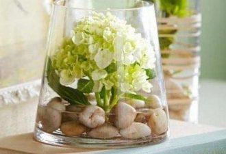 Цветочные композиции в прозрачных вазах: 10 идей для вашего дома