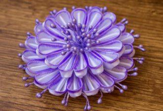Шесть уроков по созданию прекрасных цветов из лент своими руками