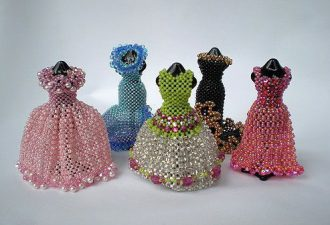 Мини-одежда для кукол: невероятные творения из бисера