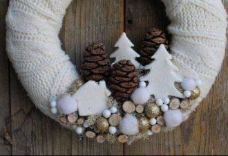 10 идей новогодних венков из подручных материалов