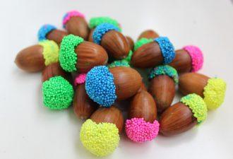 Разноцветные жёлуди: простая и необычная идея осеннего декора