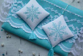 10 схем для вышивания крестиком зимних снежинок