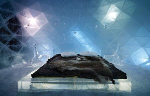 Знаменитый шведский Ледяной отель в Юккасъярви (10 фото)